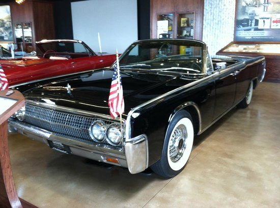 La Crosse, WI: Lincoln Continental model same as President Kennedy