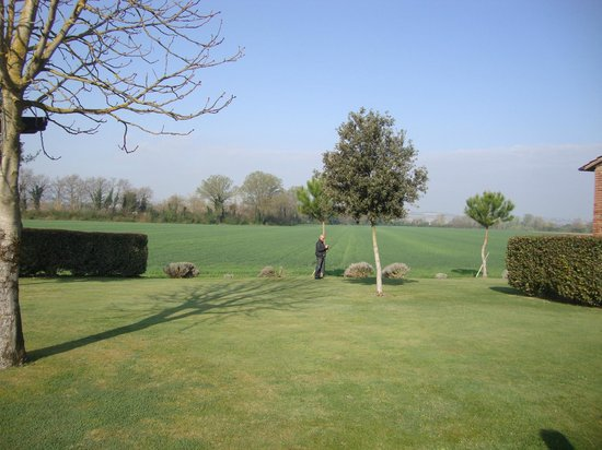 Le Case Coloniche: giardino