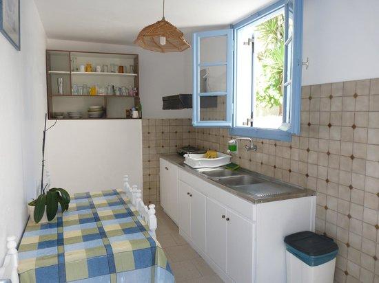 Stelios Place : petite cuisine commune vraiment pratique