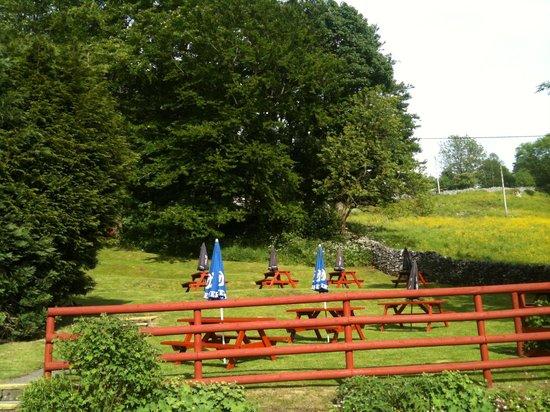 The Packhorse Inn: Beer garden packhorse inn
