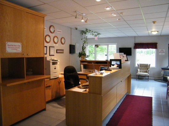 Canada's Best Value Inn & Suites Woodstock : LOBBY