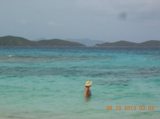 Crystal Cove Villas: Crystal clear warm water looking towards St. John