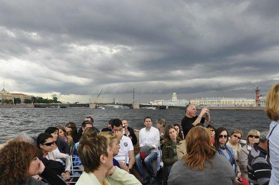Shorex.RU Private Shore Day Excursions : Excursión en barco por el río Neva