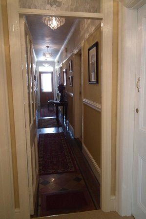 The Beech Tree Guest House : Hallway leading from front door to our room