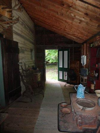 Muskoka Heritage Place: Hill House Summer Kitchen