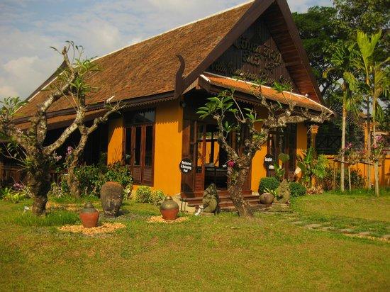 Villa Vang Vieng Riverside : Hotelanlage