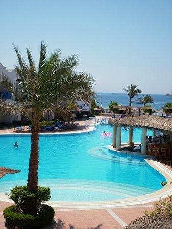 Jaz Dahabeya: View from our room - main pool area & swim up bar