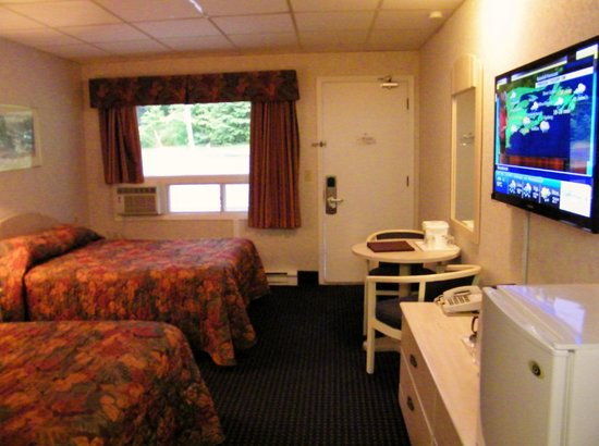 Canada's Best Value Inn & Suites Woodstock: TWO DOUBLE BED ROOM