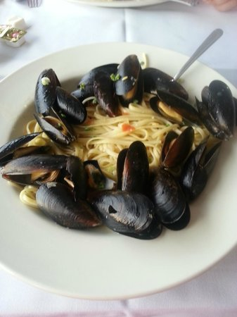 Duffy's On The Lake Restaurant: Mussels and linguine