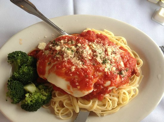 Duffy's On The Lake Restaurant: Chicken Parm with linguine