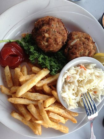 Boathouse Restaurant: Crab Cakes dinner with fries and coleslaw