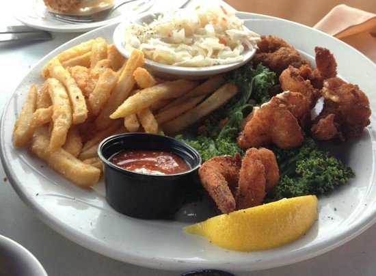 Boathouse Restaurant: Fried Shrimp dinner with fries and coleslaw