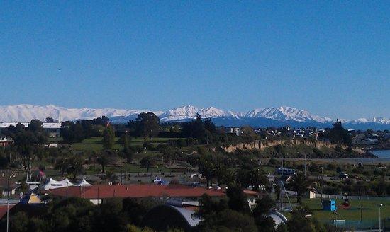 Grosvenor Hotel : View across Timaru after fresh snow
