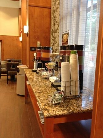 Hampton Inn & Suites Manchester - Bedford: Coffee station