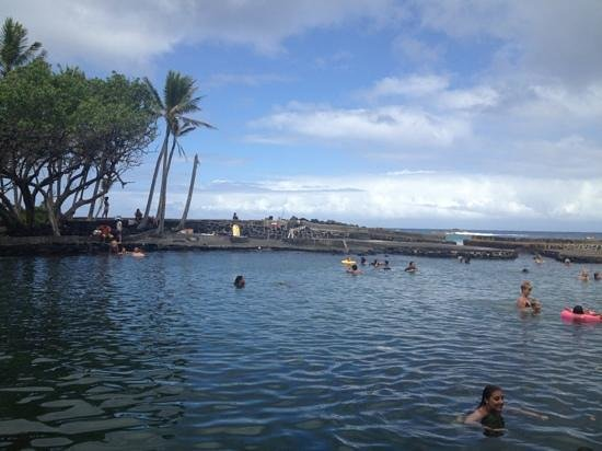 Ahalanui Park: a mixed view