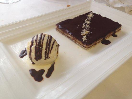 Casa Carmina: Tarta de chocolate con helado