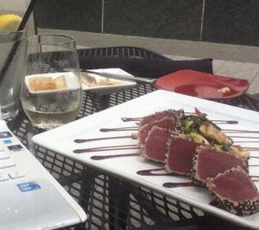 Bolt Bistro and Bar : Tuna dish. Yum!