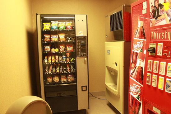Comfort Suites: snacks