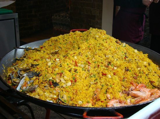 Cafe Brood: a big pile of paella.
