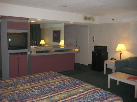 Toledo Hotel And Conference Center: Placement Of Very Old TV In Side Wall.  Could