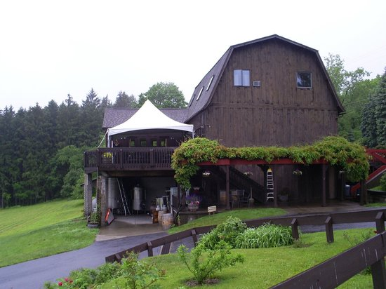 Six Mile Creek Vineyard : the main building from parking lot