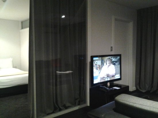 Waldorf Stadium Apartments Hotel: TV in 2 rooms
