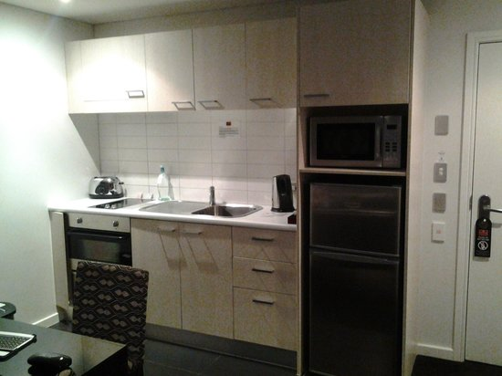 Waldorf Stadium Apartments Hotel: Fully equipped kitchenette