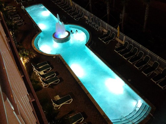 Sheraton Oceanfront Hotel : Night view of the pool from our balcony