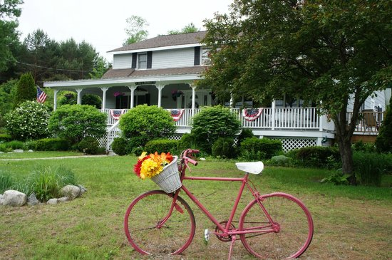 Schroon Lake Bed and Breakfast: View from the street