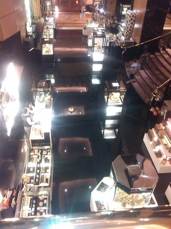Hotel Mulia Senayan: souvenir shop