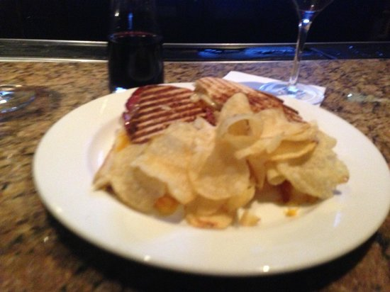 Omni Interlocken Hotel: Tap Room Triple Cheese Bacon Royale