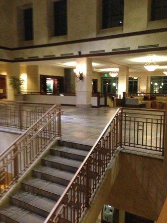Omni Interlocken Hotel: Staircase