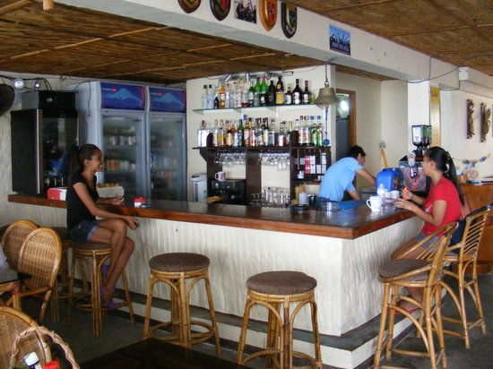 Blue Ribbon Dive Resort: Bar