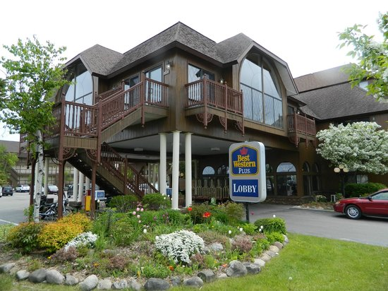 Best Western Plus Dockside Waterfront Inn: Front entrance