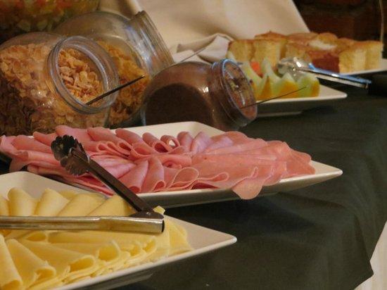 Yreta Hotel: Fiambres y quesos para arrancar el día