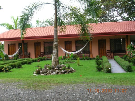 Las Islas Lodge : The front of rooms 1 - 4