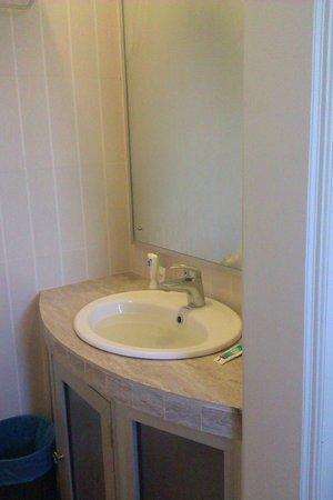 Borneo Cove Hotel: Bathroom