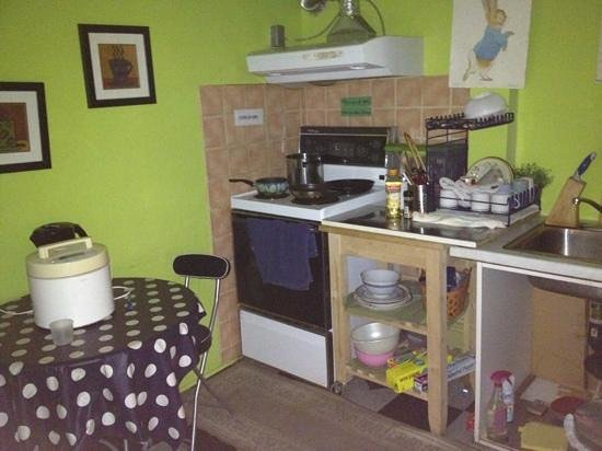 Sweetheart Bed and Breakfast: small kitchen on 2nd floor