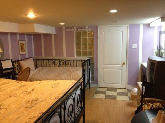 Sweetheart Bed and Breakfast : basement suite