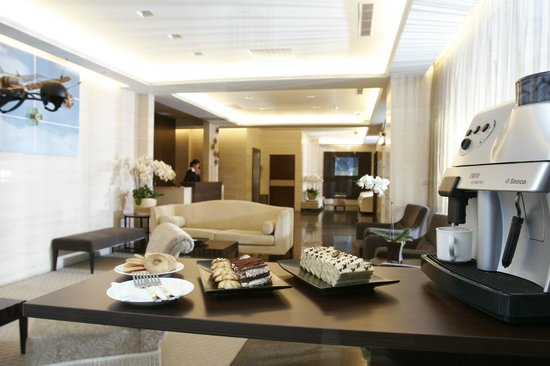CJ Hotel: lobby area