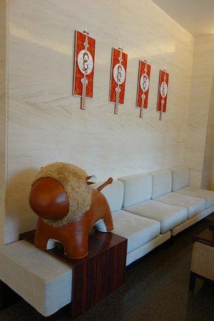 CJ Hotel: lobby corner