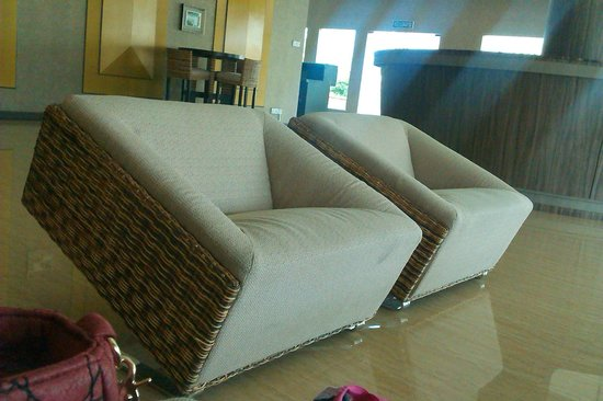 Borneo Cove Hotel: Nice sofa