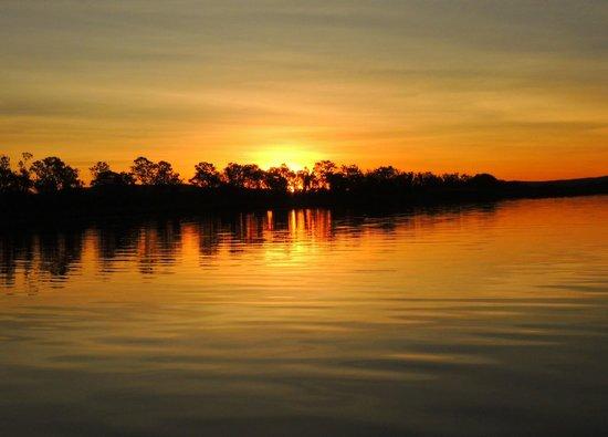 Lakeside Resort Kununurra: Sunset on Lake Kununurra