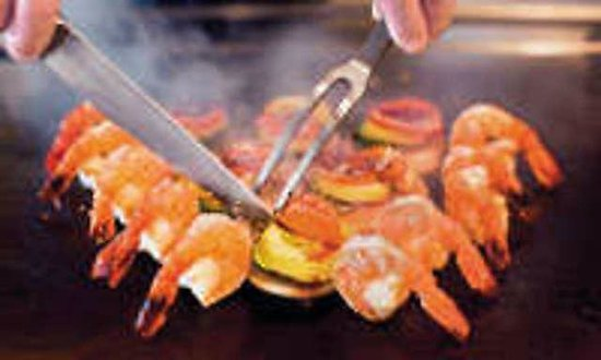 Hibachi House Grill&Bar : cooking on the gril of table