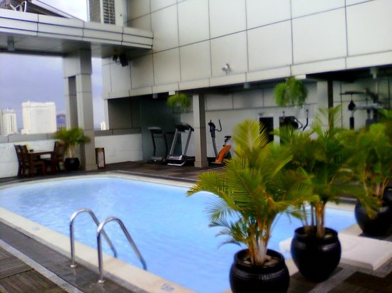 Golden Central Hotel : Rooftop pool