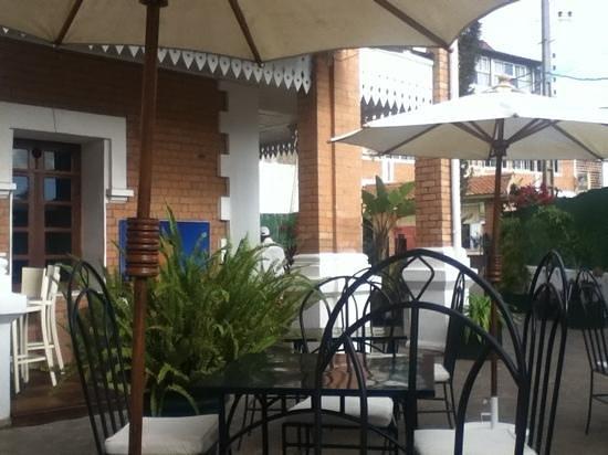 Les Trois Metis: the terrace bar