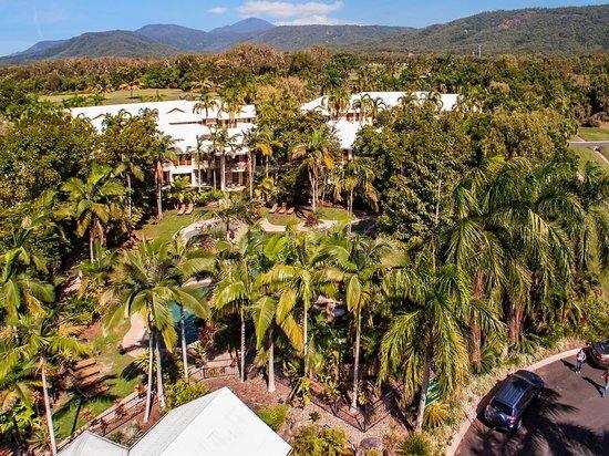 Paradise Links Resort: Pool & Golf Course