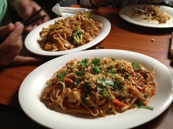 One-Ten Thai: pad Thai and pad see ew