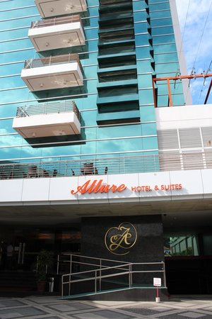 Allure Hotel & Suites: front view of the hotel