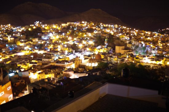 Casa Zuniga B&B: View at night...spectacular